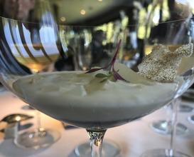 """Gelee de caviar con encurtido de espárragos a la sal de """"Añana"""" y su crema"""