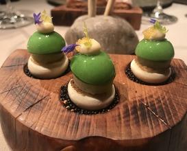 Passionsfruchtbaiser, Räucherfisch, grüner Apfel, Staudensellerie & Felchenkaviar