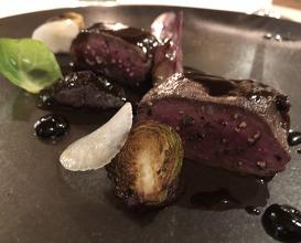 "Roasted roe deer fillet, red cabbage juice ""mondeuse"" and blueberry vinegar"