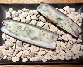 French razor clams, garlic & parsley