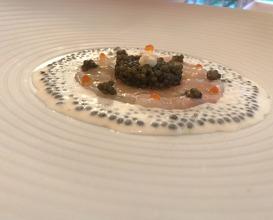 Langustine Royal - serviert in zwei Gängen:  Carpaccio mit Imperial-Kaviar-Creme und Haselnuss-Limonen-Marinade