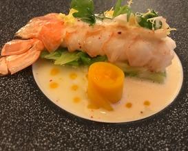"""Langustine Royal - serviert in zwei Gängen: -auf Ingwer-Wirsing mit Limonen-Butter-Sauce , Beurre Bordier"""" und Thai-Mango"""
