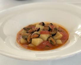 Gnocchi with fish broth, La Spezia mussels and zucchini cream