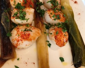 Saint Jacques scallops with vegetables and paprika