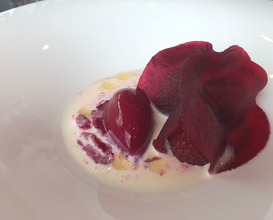 Cream cheese, rosehip, pollen