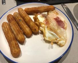 Churros de patatas con truffa, huevo asado con jamón