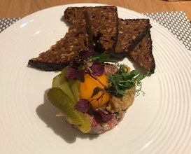 VLET beef tartar 120g with black bread