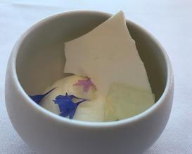 Vanille Bleue de L'île de la Réuniorn bergamot and basil