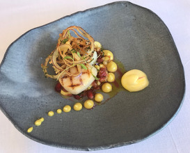 Scallop /Curry /Pomegranate /Fried onion