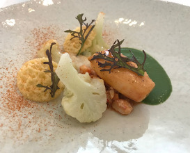 LOBSTER 'OOSTERSCHELDE bear's garlic cauliflower 'old Bruges cheese'