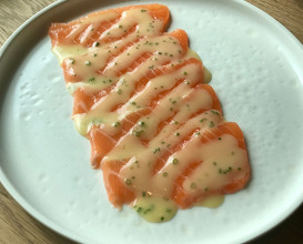 Smoked salmon with stracciatella and fresh horseradish