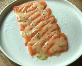 Smoked salmon with stracciatella and fresh horseradish