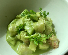 Scallops with fresh cucumber sauce