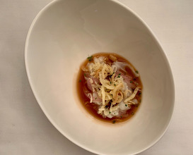 Preserved and temperated tallarin squid, squid juice, pickled and crispy sweet onion