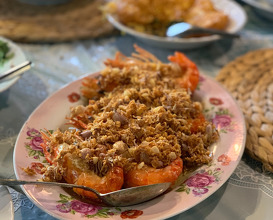 River prawns with fried garlic
