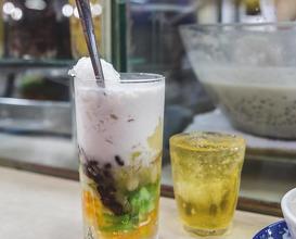 Dinner at Bé Chè Chợ Bến Thành