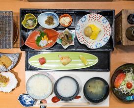 Dinner at 別邸 朧月夜