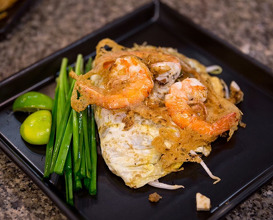 Dinner at Hoi Tod Chaw-Lae หอยทอดชาวเล