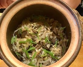 ご飯 舞茸の炊き込み 反、香の物、味噌汁 GOHAN (cooked rice) Rice pot with MAITAKE-mushroom, Miso soup ,pickles.