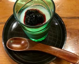 甘味 ココナツミルクプリンハスカップソース KAMMI (dessert) Hokkaido milk flan with coconuts. HASCAP (local fruits) sauce