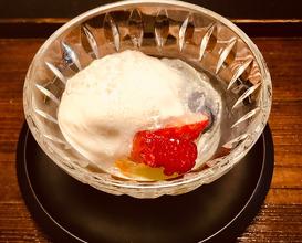 果物 Desserts 季節の果物 Seasonal fruits