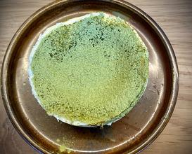 Smoked cheese cake with green tea