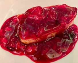 Fresh smoked cheese served with berry sauce and mulled red wine