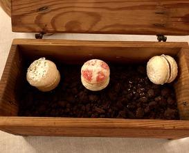 Biscuirons: Gisèle orange blossom, Chocolate passion fruit ganache, Laurel & pineapple cream