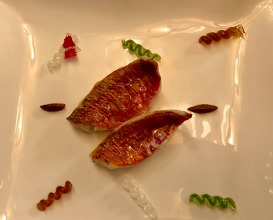 """Whole grain red mullet with sauce """"fusilli"""""""