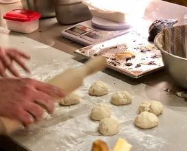 Making pita bread to order