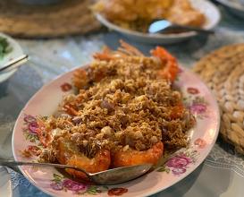 River prawns with fried garlic