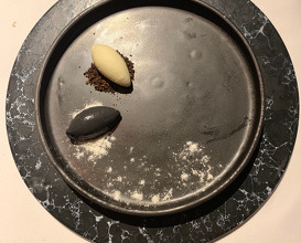 Black and white Cookie, Ice cream, Dehydrated yoghurt
