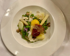 Vegetable salad and egg