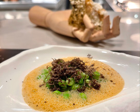 Peas from Maresme, crayfish sauce and black truffle