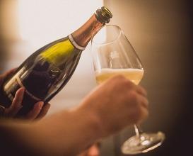 GRAPES Weinbar